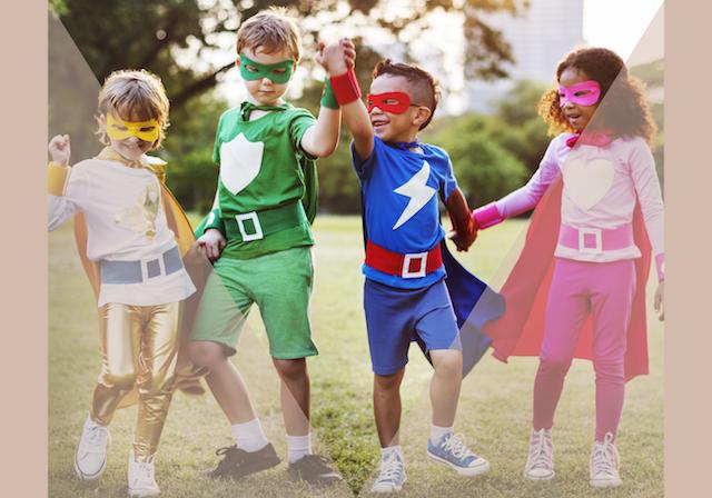 Kinderen in superheldenpak